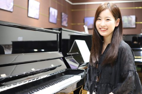 スタッフ写真ピアノインストラクター増山