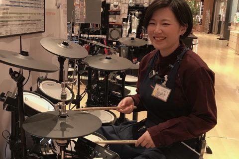スタッフ写真ドラム・楽譜池田