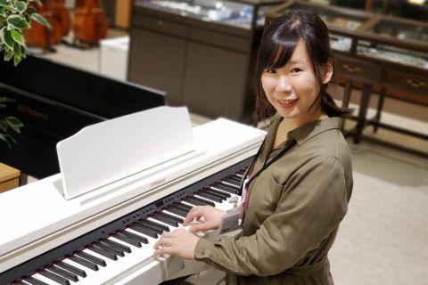 スタッフ写真ピアノ・保育士ピアノ・ソルフェージュインストラクター高階