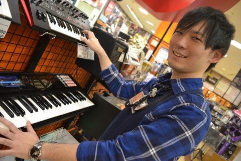 スタッフ写真デジタル関連・マルチエフェクター・アコースティックギター 担当佐久間