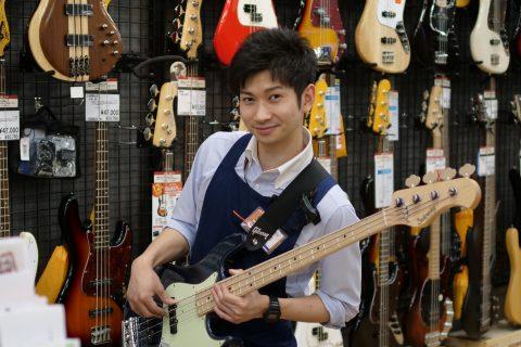 スタッフ写真エレキギター / ベース担当津嶋
