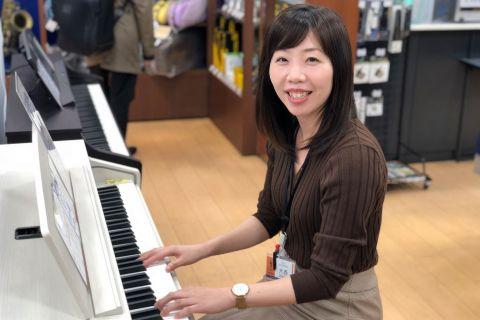 スタッフ写真ピアノ・保育士ピアノ・ソルフェージュインストラクター大西
