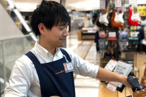 スタッフ写真アコースティックギター / アンプ 担当谷藤