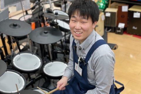 スタッフ写真キーボード / ドラム / ドラムアドバイザー 担当清水