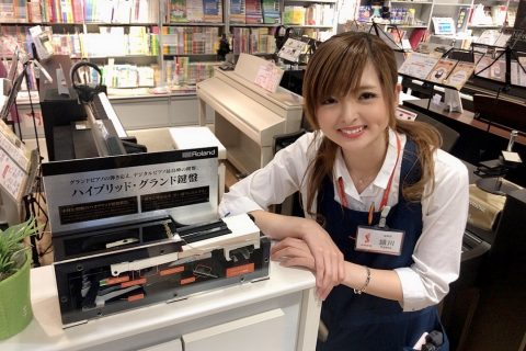 スタッフ写真副店長/電子ピアノ頴川