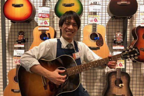 スタッフ写真ギター、ウクレレ、エレキベース、エフェクター、アンプ武山