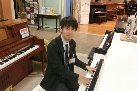 スタッフ写真ピアノインストラクター寺木
