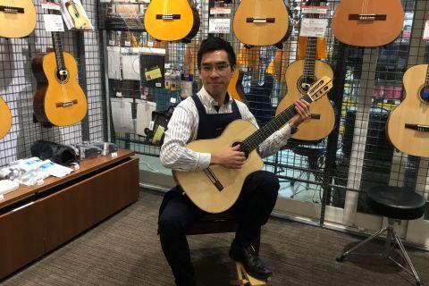 スタッフ写真クラシックギター、電子ピアノ、デジタル楽器関連小林純一
