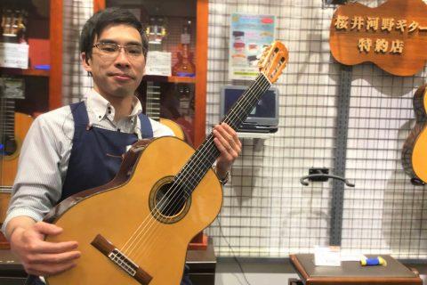スタッフ写真副店長、クラシックギター、電子ピアノ小林純一