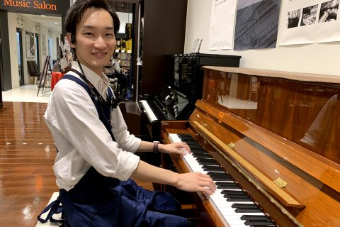 スタッフ写真【ピアノアドバイザー】ピアノ担当奥村
