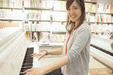 スタッフ写真ピアノインストラクター菅かほり