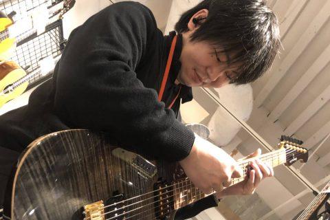 スタッフ写真副主任 アコースティックギター・エレキギター植木