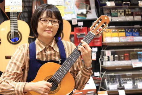 スタッフ写真音楽教室・クラシックギター小林