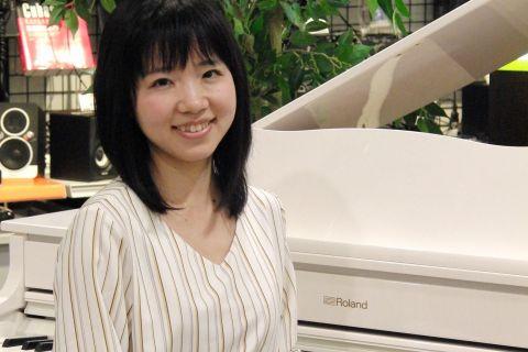 スタッフ写真ピアノサロンインストラクター櫻井