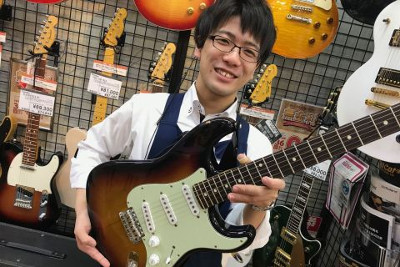 スタッフ写真アコースティックギター / クラシックギター / ウクレレ 担当田中