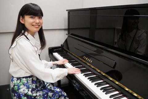 スタッフ写真ピアノインストラクター田中