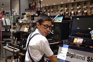 スタッフ写真デジタル機材全般/シンセサイザー/DTM/DJ/PA機器柴山