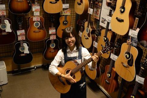 スタッフ写真アコースティックギター杉田