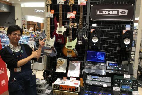 スタッフ写真エレキギター、エレキベース、エフェクター、アンプ、ドラム岩間