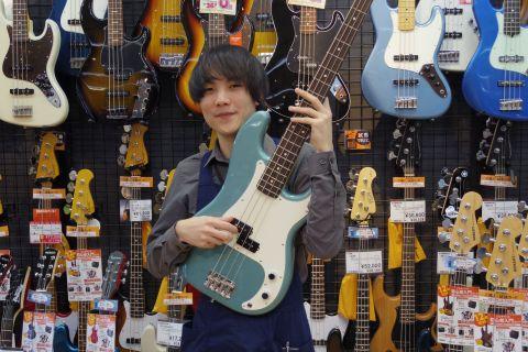 スタッフ写真エレキベース・ギターアクセサリー・ギターアドバイザー三好