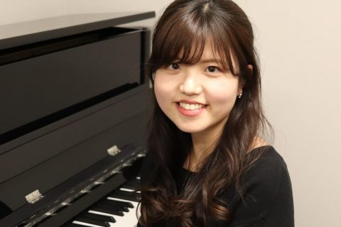 スタッフ写真ピアノインストラクター藤浦