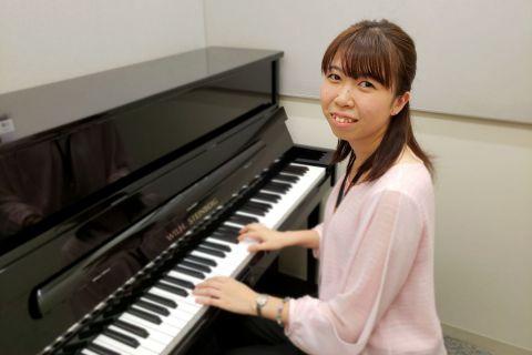 スタッフ写真ピアノサロンインストラクター田島 莉沙