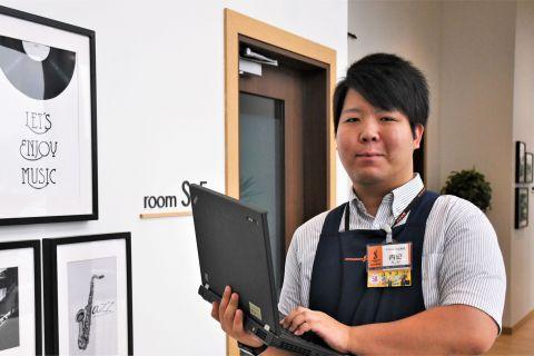 スタッフ写真店舗ホームページ・ギターセレクション内田