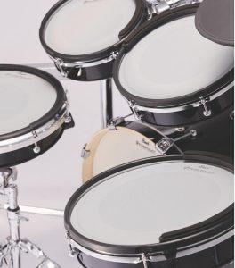 アコースティック・ドラムやシンバルを彷彿とさせるPUREtouchパッド・システムの打感は多層構造から導き出され、ドラマーがストレスなく演奏に集中できます。リアルなサイズ感も加わって、その演奏性はかつてない未体験の領域に。