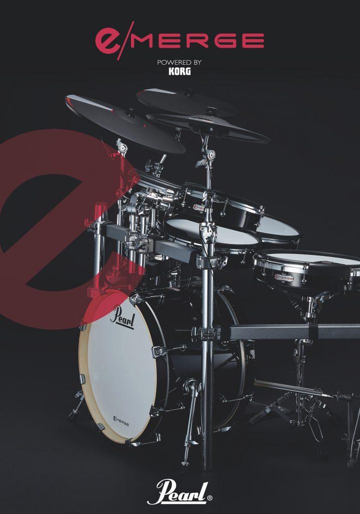 """2013年の春、PearlとKORG、それぞれの得意分野で歴史を紡いできた日本の楽器メーカーは、「今までにない、全く新しい電子ドラムを一緒に作っていく」 という合意に達しました。Pearlはアコースティック・ドラムを知りつくしているからこそ、電子でアコースティックを100%再現することが不可能だとわかっています。ただ同時に、従来の電子ドラムの枠を超え、アコースティック・ドラムとも違う、新しい """"楽器"""" を作れないかと、ずっと考えてきました。KORGという最強のパートナーを得た今、その夢が現実のものに。両社の知識と技術を""""MERGE=融合""""した、魔法のような作品が、ついに完成です。"""