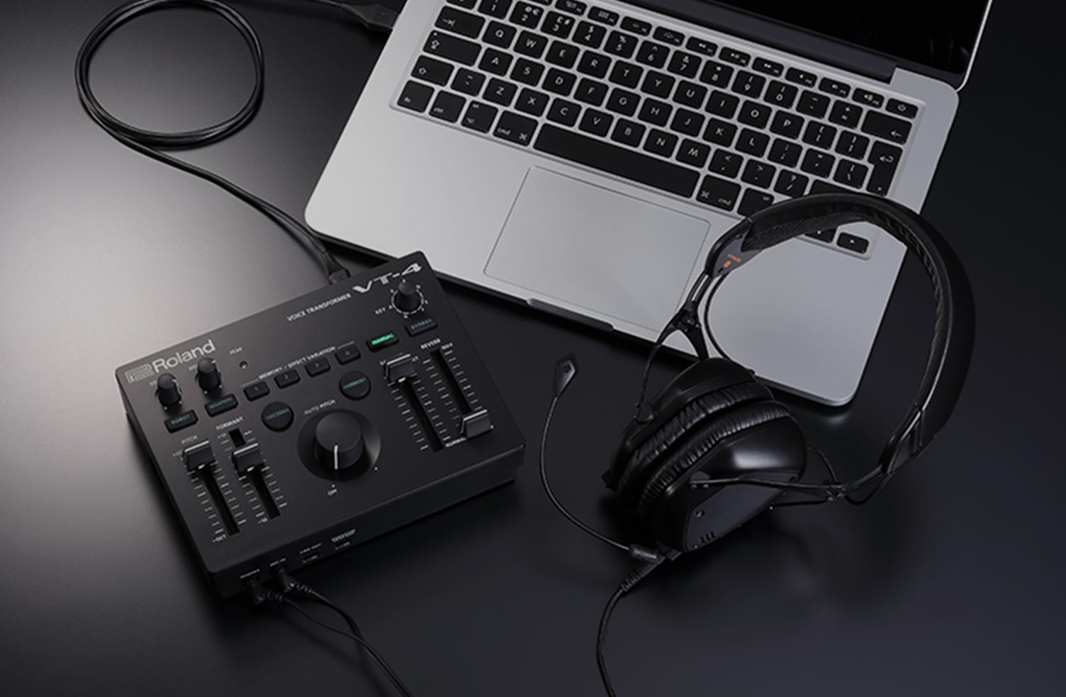 演じる楽しさを VT-4はUSB(AUDIO/MIDI)インターフェース機能を搭載しており、ループバックにも対応しています。VT-4のAUDIOインターフェース機能と、リアルタイムの音声加工とを組み合わせることで、たとえばストリーミング配信やポッドキャスティング、ゲームチャットの声にエフェクトをかけてキャラクターを付けることもできます。場面やキャラクターに合わせて、声を変えて演出することでバラエティに富んだ配信を楽しめます。