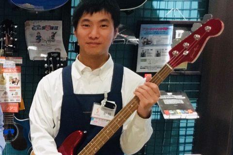 スタッフ写真アコースティックギター、エレキギター、エレキベース新田