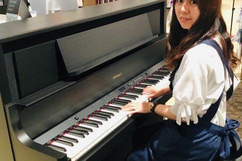 スタッフ写真楽譜、音楽雑貨、ピアノ講師浦﨑