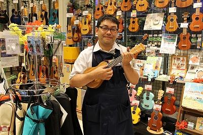 スタッフ写真音楽教室 発表会 ウクレレ ドラム ギターアドバイザー佐藤