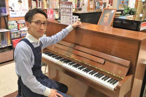 スタッフ写真ピアノアドバイザー山本