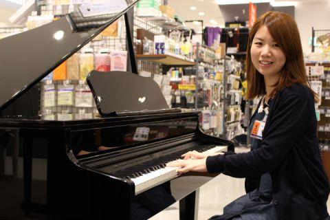 スタッフ写真電子ピアノ ピアノアドバイザー ファンシー木下まなみ