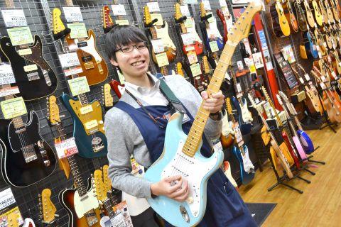 スタッフ写真アコースティックギター・ウクレレ佐藤