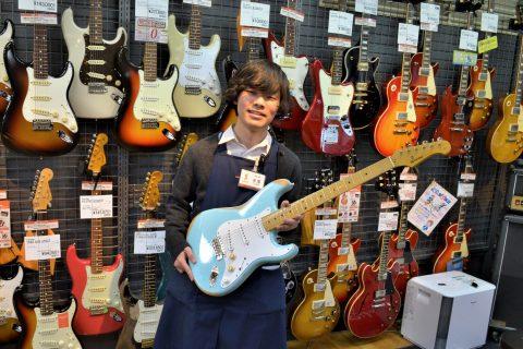スタッフ写真ギターアクセサリー寺澤