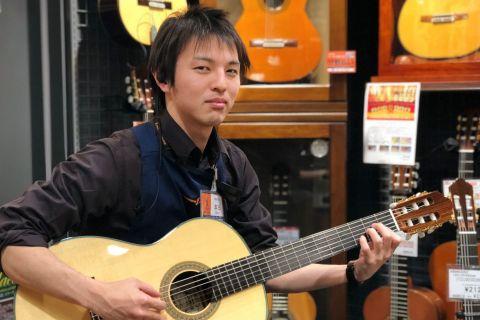 スタッフ写真中古/クラシックギター担当本田