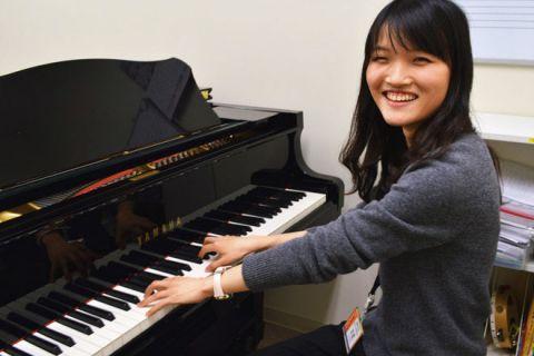スタッフ写真ピアノインストラクター吉武