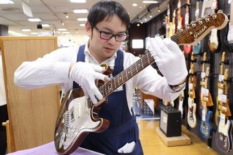 スタッフ写真ギター・ベース野村