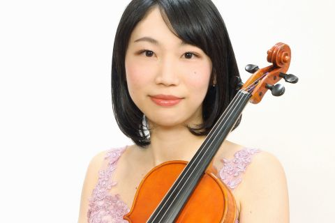 スタッフ写真バイオリンインストラクター山田