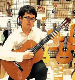 スタッフ写真アコースティックギター・エレキギター・エレキベース・ウクレレ・ギターアクセサリー田下
