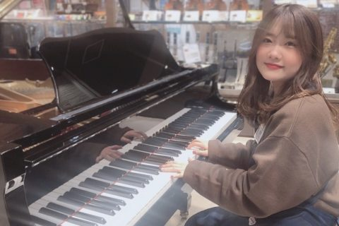 スタッフ写真《店長・ピアノアドバイザー》西村