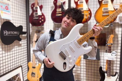 スタッフ写真《ギターアドバイザー》エレキギター・エフェクター・アンプ・電子ドラム吉野