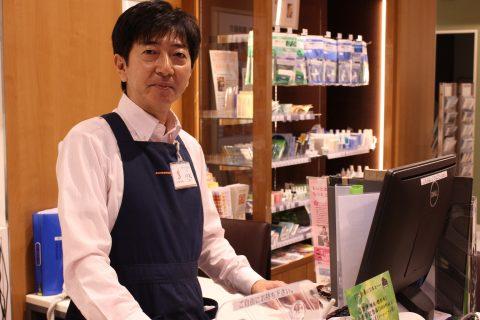 スタッフ写真店長小松