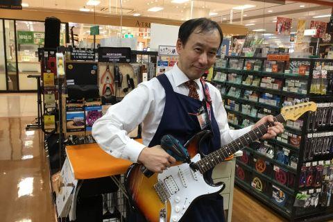 スタッフ写真ピアノ・アコギ・エレキギター・ベース・アンプ・エフェクター早坂 卓也