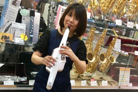 スタッフ写真金管楽器 木管楽器 弦楽器 ポータブルキーボード斎藤 美穂