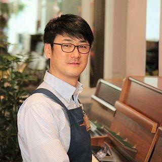 スタッフ写真副店長/ピアノ渋谷