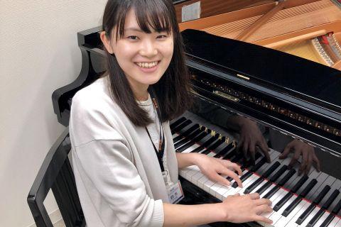 スタッフ写真ピアノインストラクター鈴木 智佳子