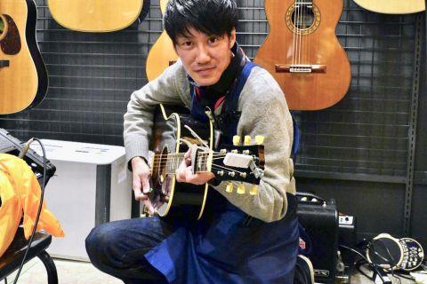 スタッフ写真アコースティックギター担当石岡 涼